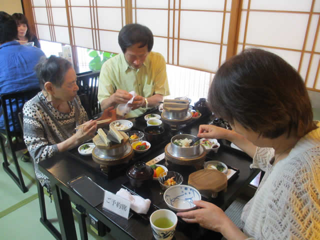 写真:釜飯など昼食