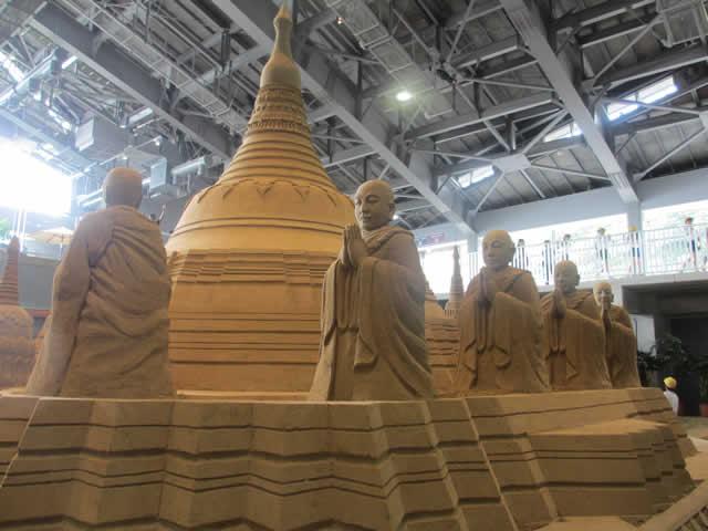 写真:砂の彫刻