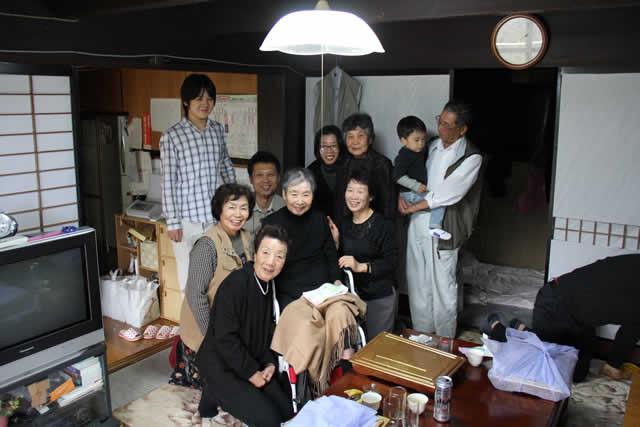 写真:家族で記念撮影