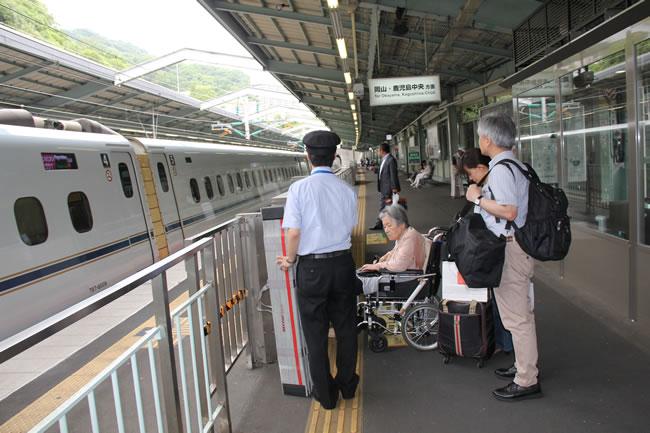新幹線ホームにて