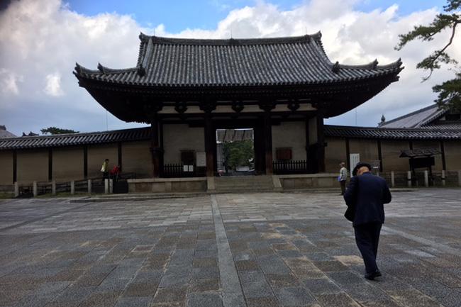 写真:法隆寺入り口
