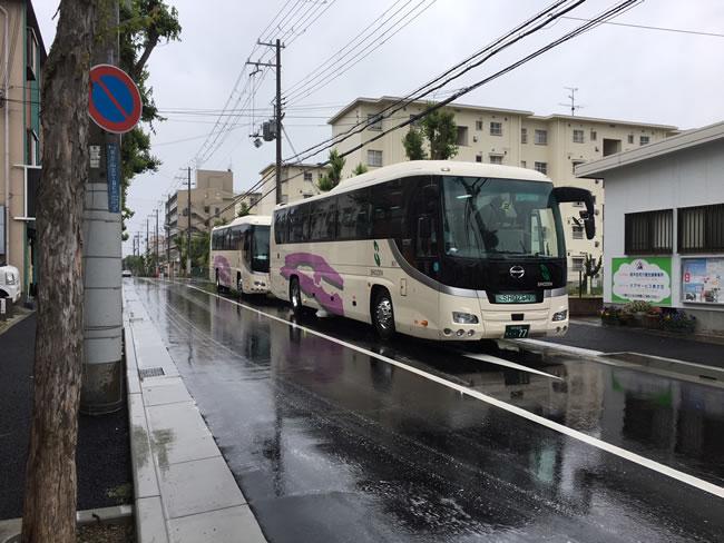 写真:バス移動