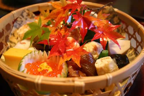写真:萬亀楼の竹篭弁当