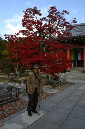 写真:智積院の紅葉と記念撮影