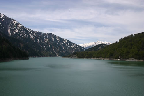 写真:黒部ダムが目の前に広がる
