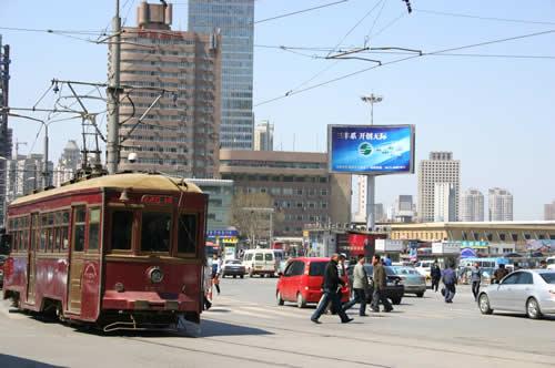 写真:大連市内に路面電車