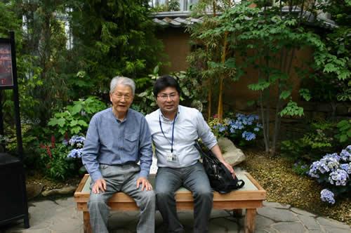 写真:奇跡の星の植物館のベンチで休憩