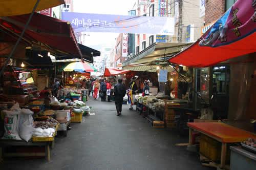 写真:国際市場の通り