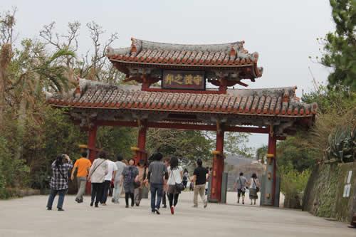 写真:首里城入り口