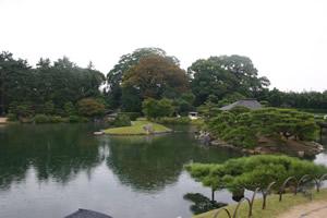写真:後楽園の全体写真。庭園。
